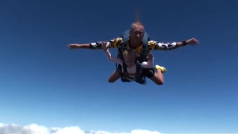 Skydiving - 5 years old brave girl